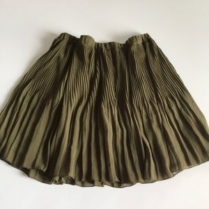 Old Navy Olive Green Pleated Flowy Skirt sz L